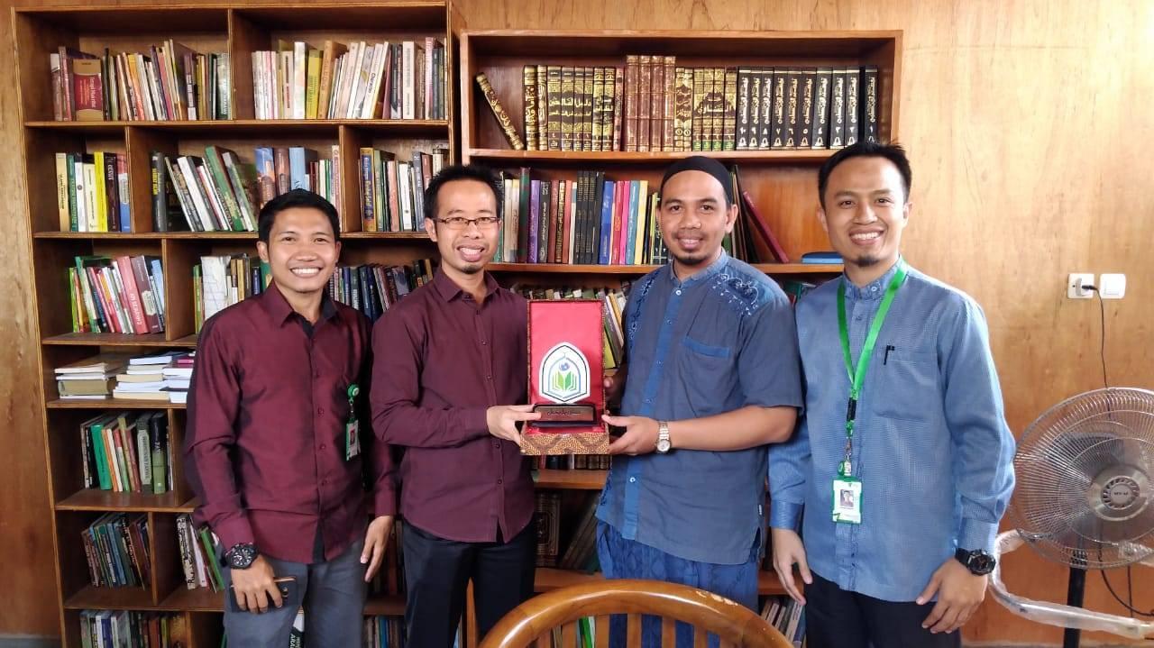 Ekselensia Tahfizh School Melakukan Studi Banding Tentang Adab Ke PONPES  At Taqwa