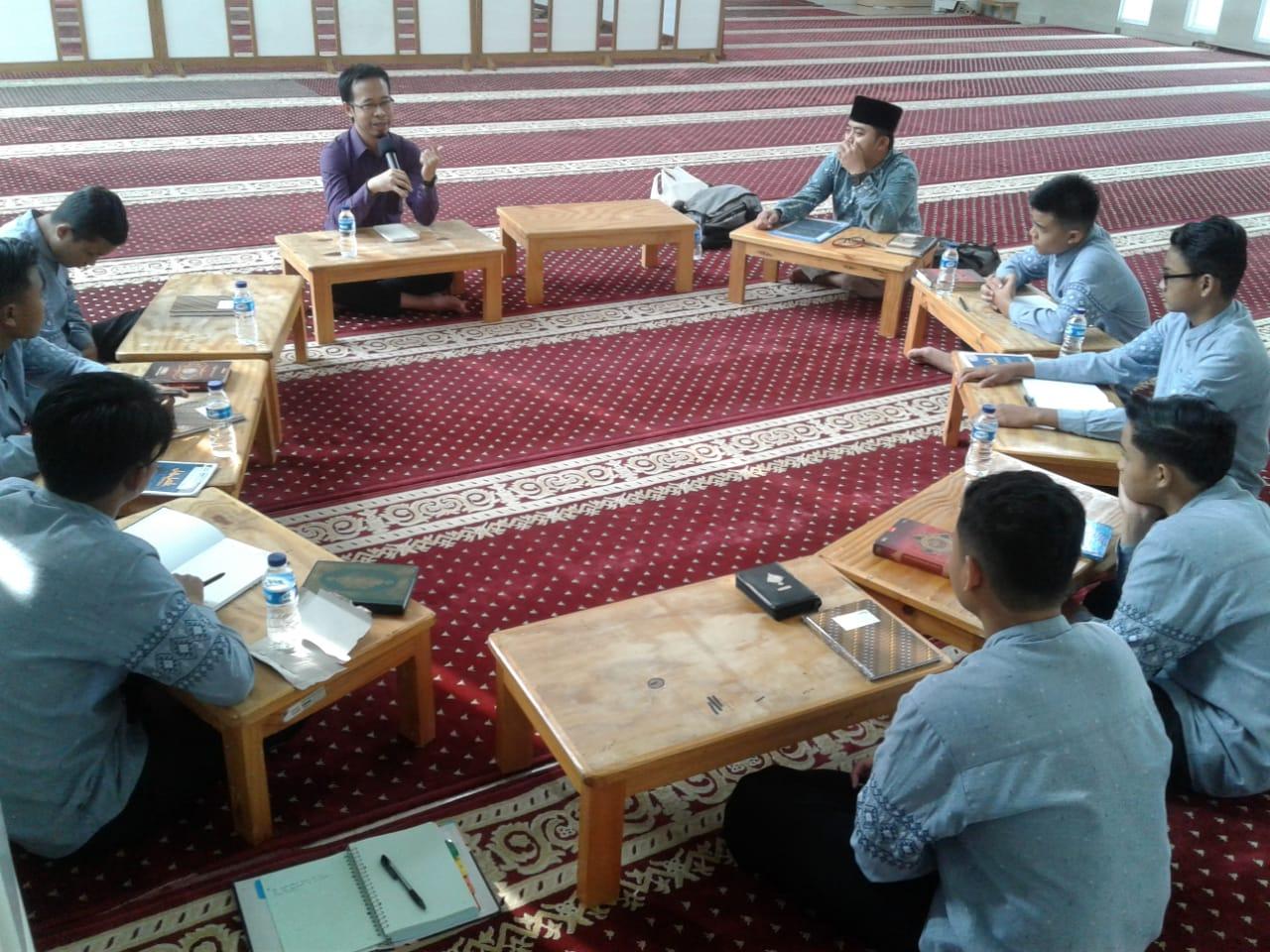 eTahfizh Diskusi Figur Muslim Menarik